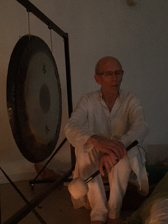 Jio yoga y meditacion Barcelona inauguracio gong Jordi